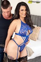 Sexy Latin chick MILF's 1st on-camera fuck